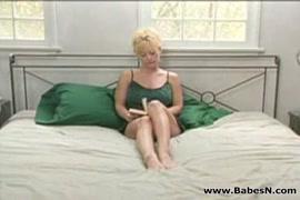 Mulher cagando nas calca
