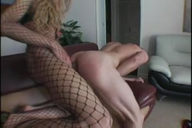 Mulher sendo estrupada no onibus