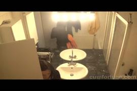Video porno colocando a camisinha com a boca