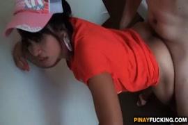 A namorada amadora asiática ejacula com força e implora por um rosto.