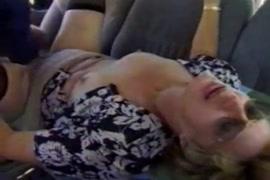 O marido filma sua esposa peituda e é fodida por um estranho.