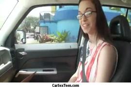 A chupar um negro no carro