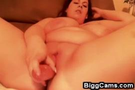 Jessie jane adora suas enormes mamas e bichano.