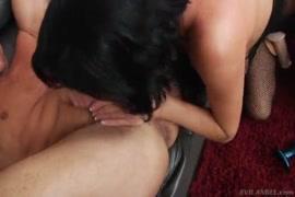 A mulher quente de amelia, creampie anal creampie com cara dura fode estrapão áspero.