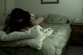 Esposa chupando meu pau enquanto marido no trabalho.