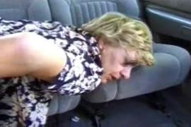 O marido cornudo filma minha esposa com um creampie de uma bbc enquanto ele dorme.