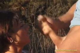 Eu fodi uma garota gostosa no carro e ela tinha uma boca cheia de esperma.