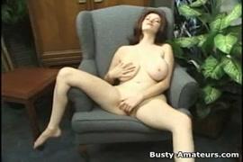 Amber chase é uma morena quente com grandes mamas.