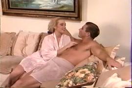 Vídeo de homens fazendo sexo com uma mulher só grátis para ver no celular