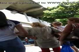 Vídeos de mulheres sendo alisadas no onibus