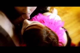 Pai chupa a buceta da filha enquanto ela dormia