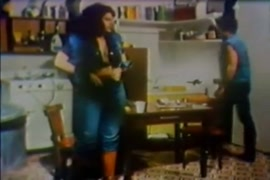 Camera no vaso filma mulheres mijando