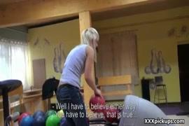 Video da mulher dando o cu para ocachorro e fica em ganchado no cu