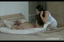 Porno em desenho animado mostra os peitos
