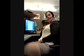 Video esfregando a buceta no travesseiro