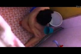 Fiha pega no pau do pai na hora da janta por debaixo da meza filme video xnxx